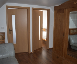 Bosiak   Upstairs Doors To Bedrooms 1 Kleiner 300x250